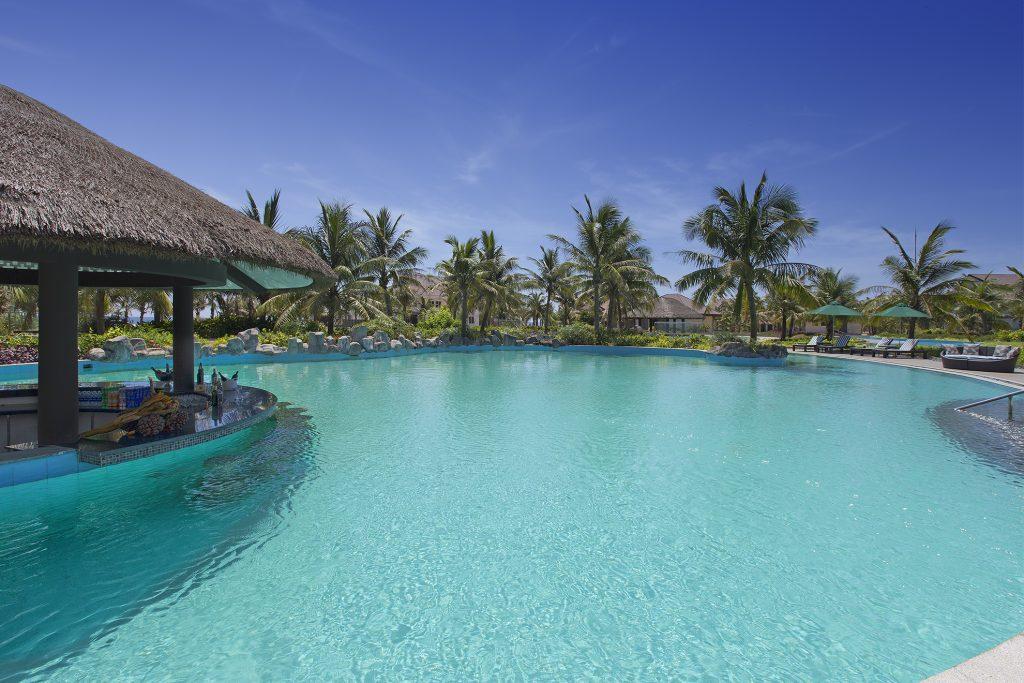 DAD0517_AC1062744_TB_Vietnam_Nam_Hoi_An_Hotel_Pool_Bar-1024x683